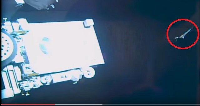 NASAの中継映像に巨大宇宙鳥が出現「これは本物」!  しかし、即座に放送中断…疑念深まる!の画像2