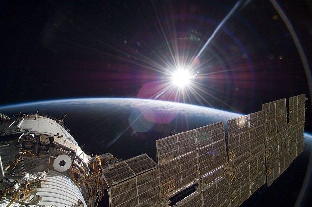 NASAの中継映像に巨大宇宙鳥が出現「これは本物」!  しかし、即座に放送中断…疑念深まる!の画像1