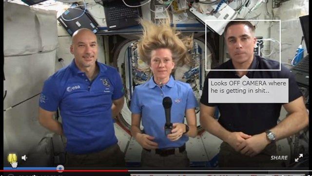 【衝撃】宇宙飛行士のライブ映像が合成である証拠が流出!クロマキーで確定、 やはり人類は宇宙に行ってない!?の画像5