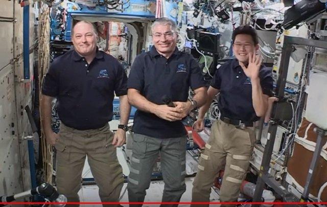 【衝撃】宇宙飛行士のライブ映像が合成である証拠が流出!クロマキーで確定、 やはり人類は宇宙に行ってない!?の画像1