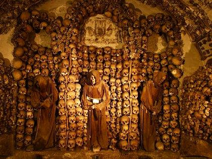 マルキ・ド・サドも絶賛!修道士ミイラと無数の頭蓋骨が並ぶカタコンベ(納骨堂)の先駆!の画像1