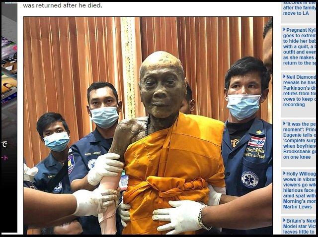 死から2カ月後、にんまり微笑んだタイ僧侶のミイラ! 完璧な涅槃の証拠、躰から虹を発することもの画像1