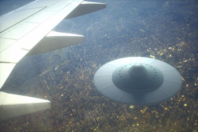 音アリ】「UFOだ、ビーム光線が...