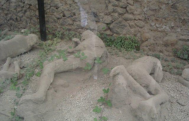 2千年前の火山噴火でオナニー中に死んだポンペイ市民の姿が超話題! 上体を反らし、恍惚の表情…「偉大な男だ」と賞賛の嵐!の画像4