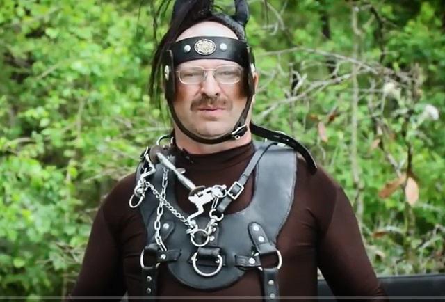 【性癖】「ポニーになりたいフェチの男」たちの激ヤバイベント! 「野生の馬」に還る姿が本気すぎる!=米の画像2