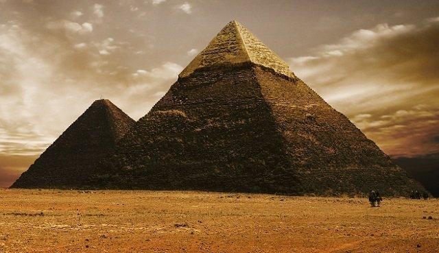 古代エジプトのピラミッド
