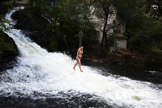 rere-suscon_waterfall_01.jpg
