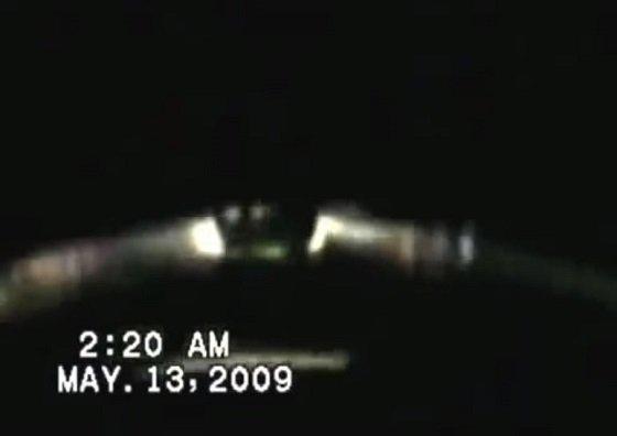 トルコ政府が本物認定した「宇宙人が搭乗しているUFO」映像がヤバい! 外科医が撮影「3体の人影がいて…」の画像1