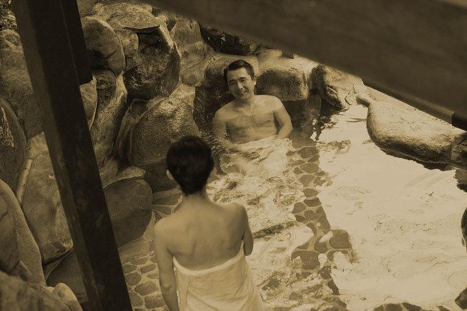 奇習! 実父や兄が裸の少女を風呂場で洗体! 肉親同士で妙な気は…初潮を祝う東北地方の習慣!の画像1