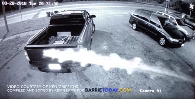 【衝撃動画】テスラ車が「UFOに追いかけられて30m空を飛んだ」決定的瞬間! 監視カメラが捉えたあまりにも謎すぎる超常現象!の画像1