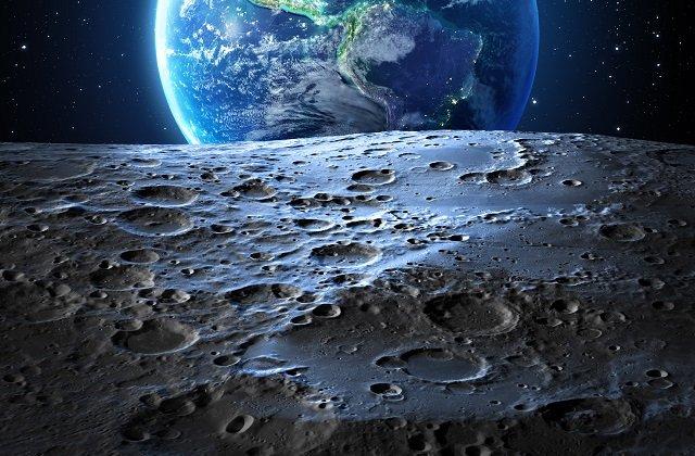 【衝撃】月面を横切る漆黒の三角UFOがハッキリ激撮される! 米企業元CEOが映像提供、人間が操縦している可能性も!の画像1