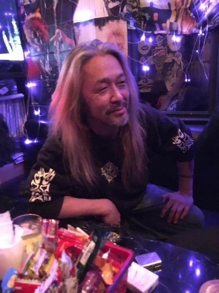 52歳ヘヴィメタル界の超問題児・屍忌蛇の爆裂インタビュー! 4歳で飲酒、歌舞伎町で暴動、ギターがなければただのクズ!?の画像1