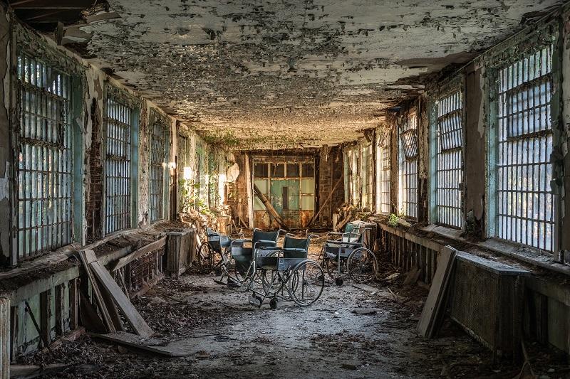 死ぬまでに絶対行きたい「世界のヤバイ廃墟」10選! 精神病院、ラブホ…世界的廃墟写真家ボブ・ティッセンが捉えた闇の絶景!の画像2