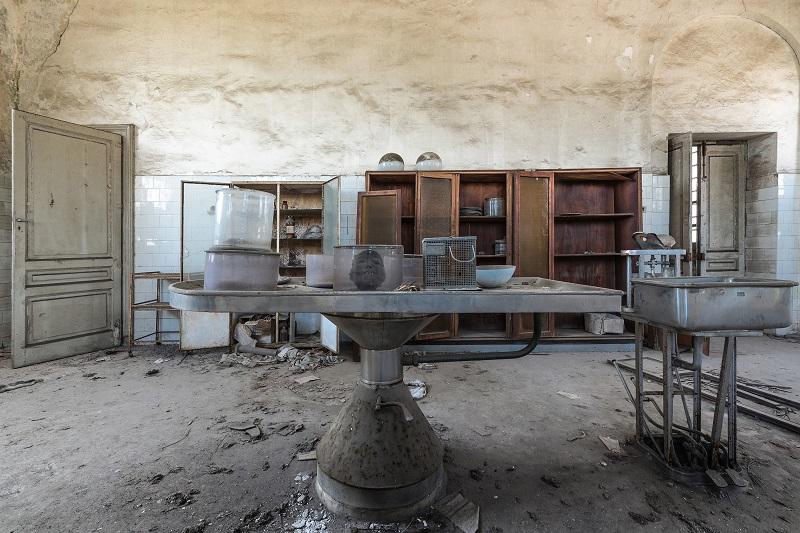 死ぬまでに絶対行きたい「世界のヤバイ廃墟」10選! 精神病院、ラブホ…世界的廃墟写真家ボブ・ティッセンが捉えた闇の絶景!の画像3
